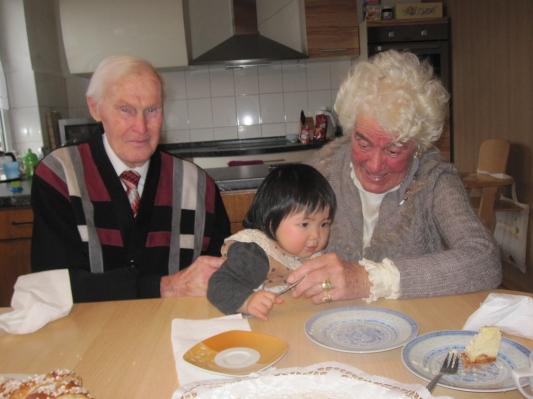 Ảnh ông bà và Anna hôm tết dương lịch vừa rồi .